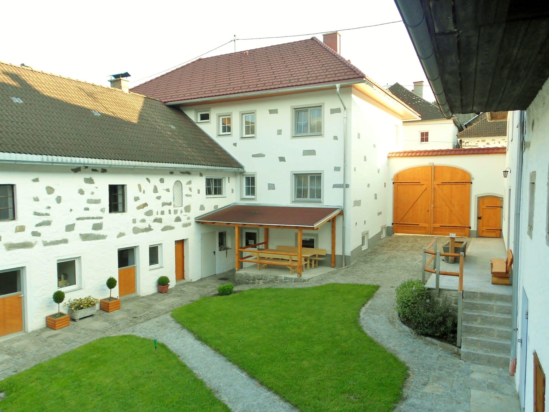 Unser Innenhof mit Laube