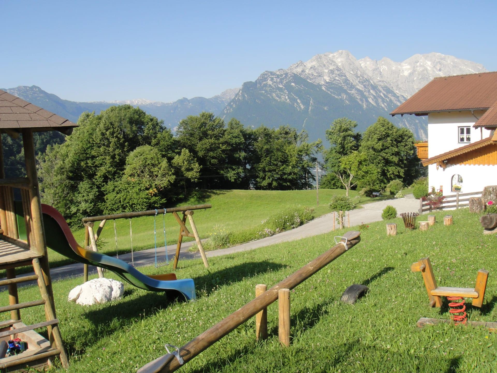 Spielplatz mit Haus