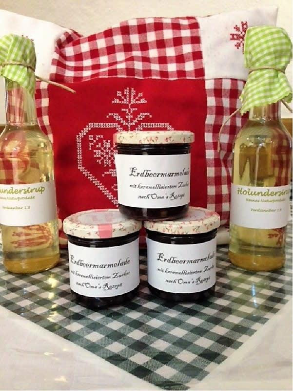 hausgemachte Marmeladen und Säfte