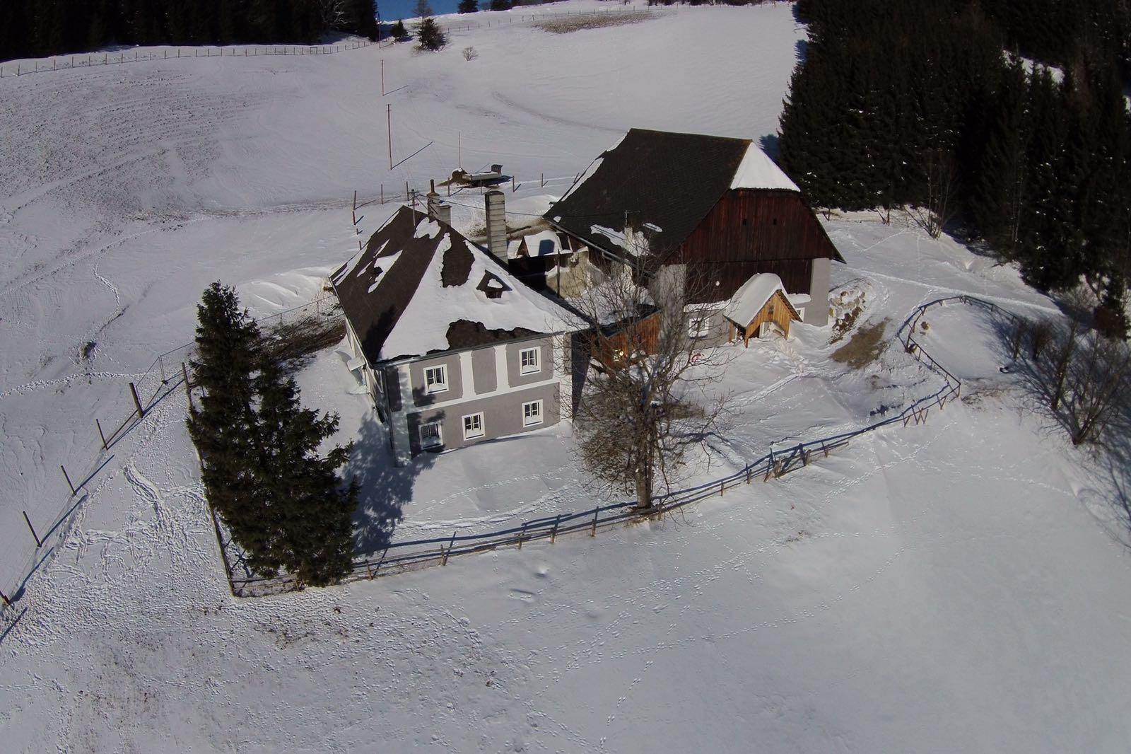 Sicht auf das Ferienhaus von oben