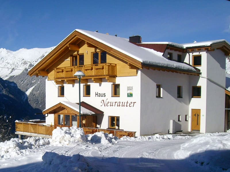 Haus Neurauter im Winter