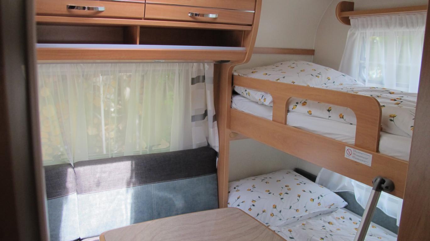 Wohnwagen Mit Etagenbett Für Erwachsene : Mietcaravans südtirol wohnwagen mieten auf campingplatz