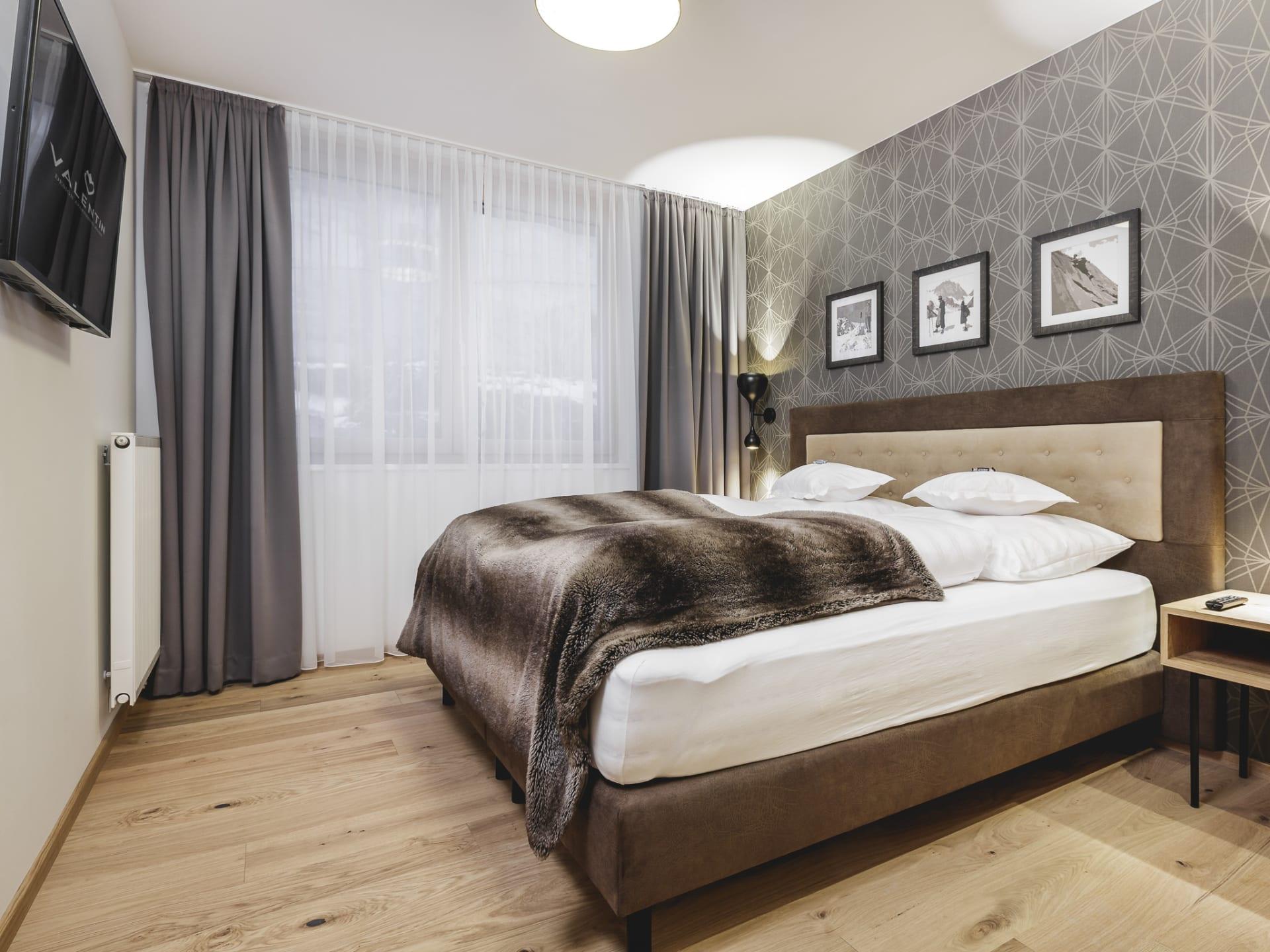 Modernes Apartment Mit Circa 67,0m², Bestehend Aus: 2 Schlafzimmer, 2 Bäder  (1 X Badewanne, 1 X Dusche), 2 WCs, Wohnzimmer Mit Sitzeckbank Und Sofa, ...