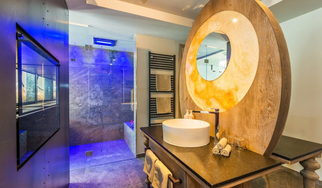 Bathroom Luxury Penthouse Suite DolceVita Star