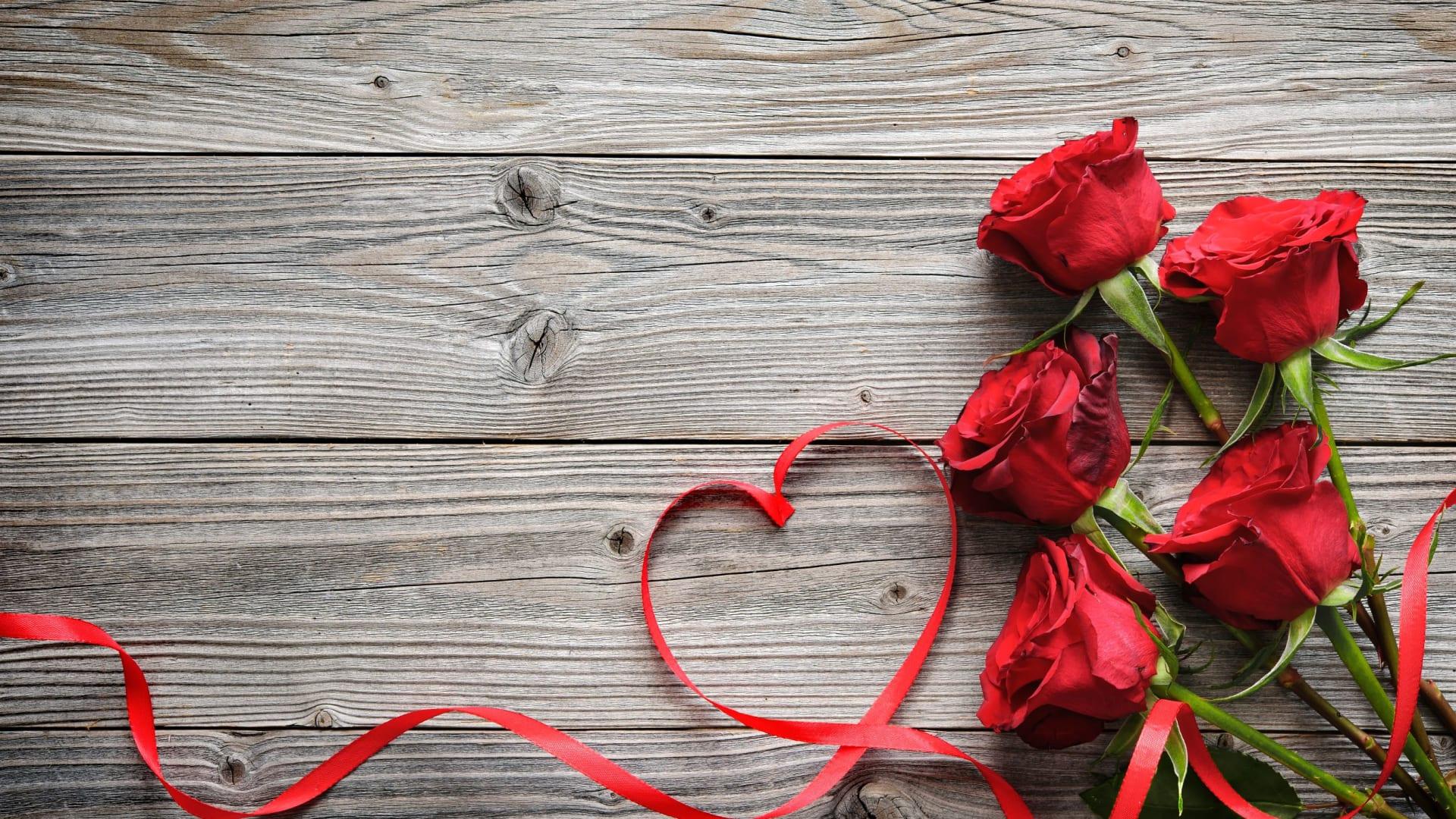 ASTORIA in Love