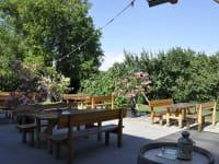 Unser Gastgarten im Buschenschank.