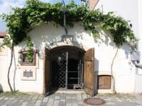Die Weinkeller befinden sich in der historischen Kellergasse von Purbach