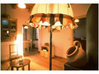 gemütlicher Wohnraum mit Leseecke