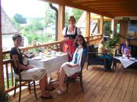 Petra mit ihren Gästen