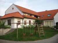 Innenhof mit Schaukel