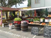 Obst- u. Gemüsestand in Podersdorf