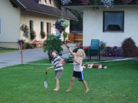 Malehof - Spielen im Garten