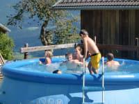an heißen Sommertagen sorgt der hofeigene Pool für wunderbare Erfrischung