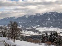 Blick vom Balkon ins Tal