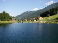 Teich mit Blick auf unsere Häuser