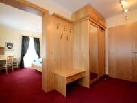 Vorraum mit Garderobe Zimmer Adria