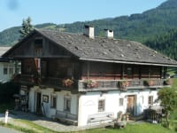 Bauernhof im Wiesengrund mit Lesachtaler Bauernladen