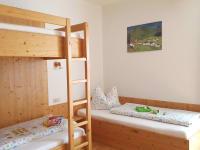 dreibettzimmer_ferienwohnung-wolayersee