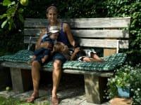 Relaxen am Bankerl im Garten