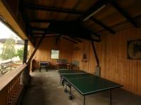 Unterhaltungsraum mit Tischtennis und Tischfussball