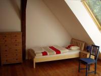 Moderne helle Schlafzimmer im Obergeschoß