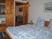 Schlafzimmer in der unteren Wohnung