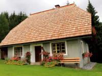 Hütte mit neuem Dach