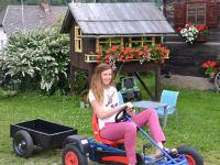 Gokarts und Traktoren zum Fahren
