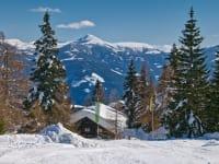 Die Frido Kordon Hütte versinkt im Schnee