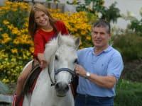 Pony reiten mit Bauer Sepp am Gourmet Bauernhof Mentebauer