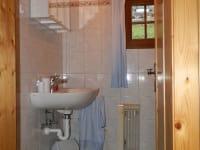 Badezimmer im Erdgeschoß (die Dusche ist leider nicht im Bild)