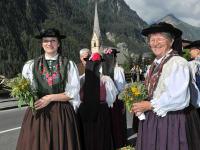 Heiligenbluter Trachtenfrauen beim Kräuterfest