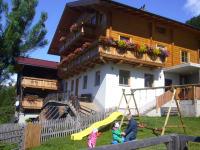 Spielplatz vorm Haus