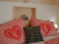 Bett in der Alpen-Suite