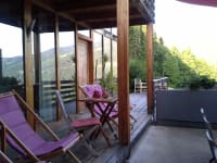 Blick über große Terrasse