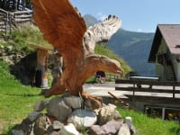 Überdimensionaler Adler in Lärchenholz