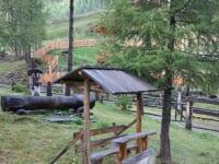 Sitzbankl vor der Hütte