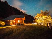 Hütte im Abendlicht