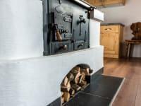 Warmer Holzofen zum Kochen & Backen