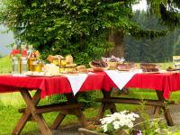 Speck, Würstel, Brot, Honig,...