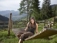 Entspannen in der Holzhängematte