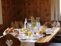 Frühstück im eigenen Ferien Holzhaus