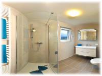 Die neuen Badezimmer - das Raumangebot und die modernen und ländlichen Elemente laden zum Wohlfühlen ein!