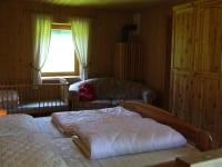 1. Stock, Doppelbett, Couch, Gitterbett, Balkon
