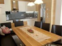 großer Esstisch im Ferienhaus für 10 Personen