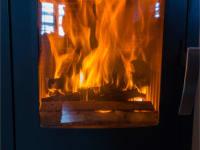 warmer Holzofen