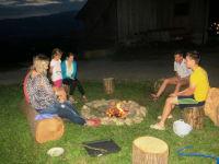 Lagerfeuer mit Gästen