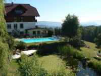 Haus Schwimmbad Teich