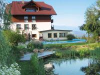Hausbild Teich und Schwimmbad