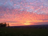 Ein schöner Sonnenuntergang am Landhaus